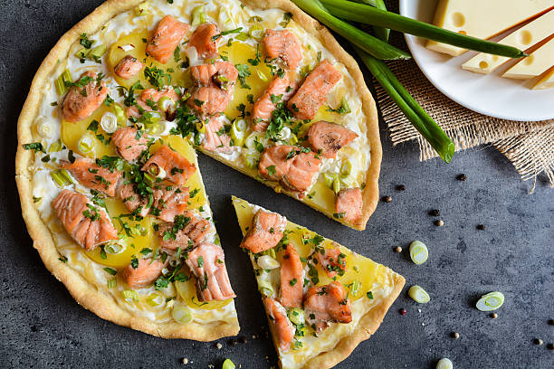 quiche with salmon, cheese, sour cream, green onion and parsley - torta salgada - fotografias e filmes do acervo