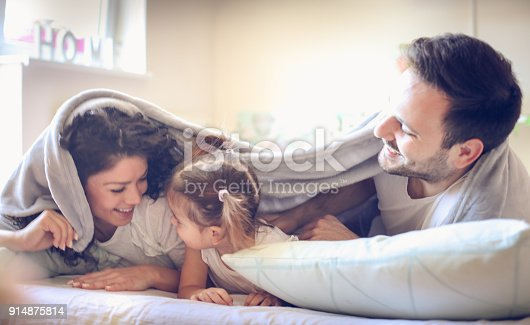 479612990istockphoto Quick come to Mom. Playful family. 914875814