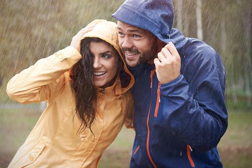 Quick It Started To Rain Stockfoto en meer beelden van Aanhankelijk