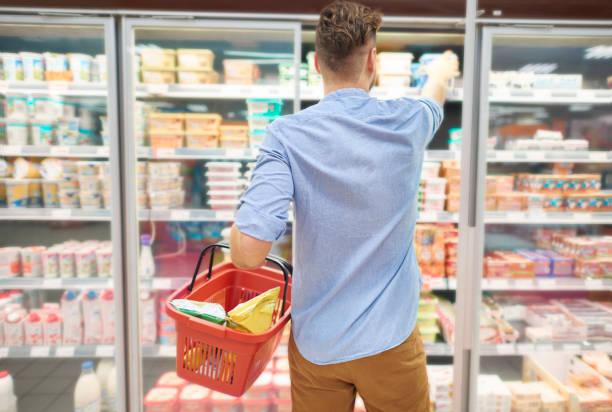 quick shopping in local store - kühlraum stock-fotos und bilder