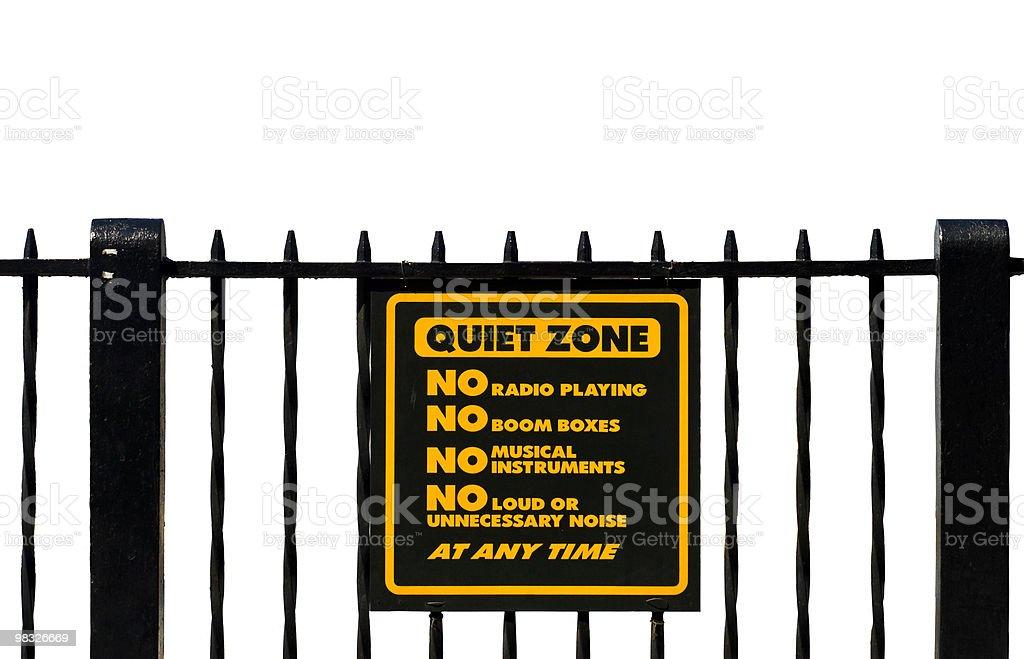 Zona tranquilla segno, isolato, bianco parete, nessun stereo foto stock royalty-free
