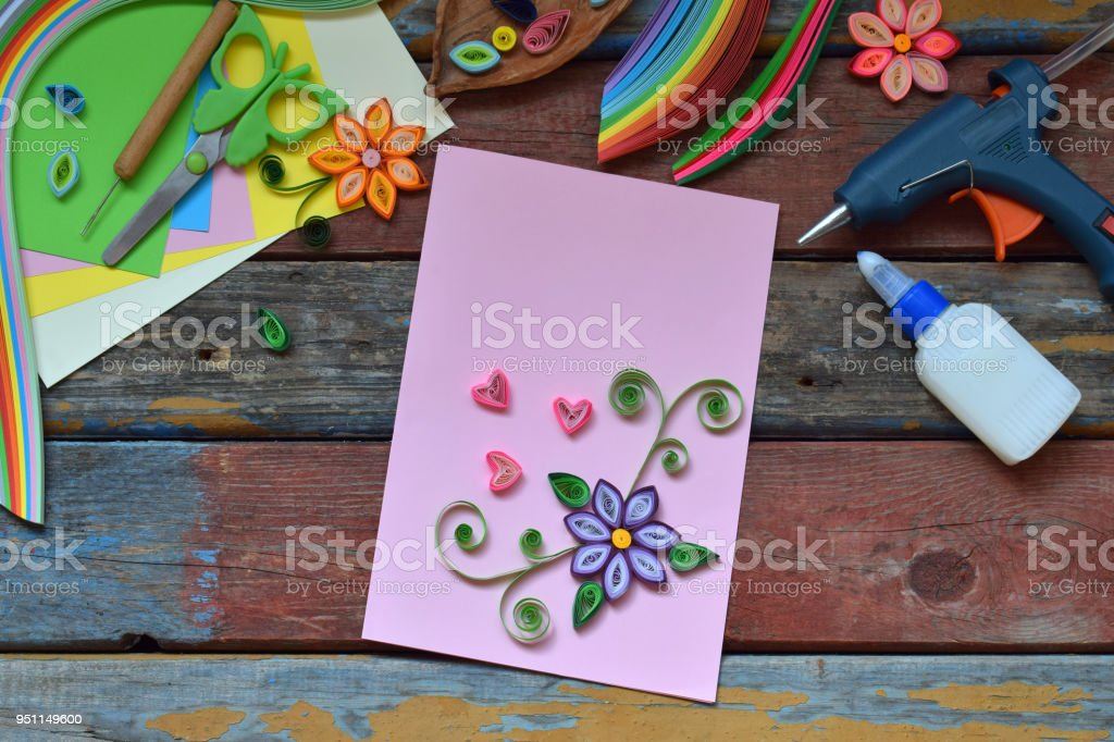 Quilling Technik Papierstreifen Blumen Schere Elemente Kunsthandwerk
