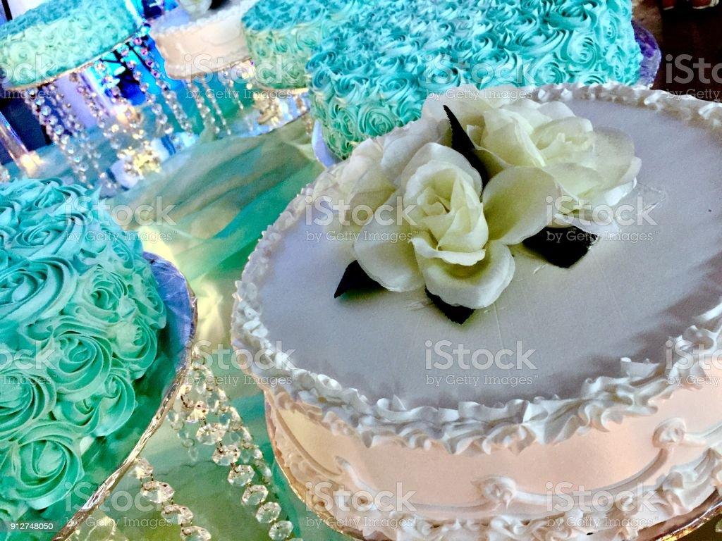 Fotografia De Pasteles De Quinceanera Decoracion Con Glaseado Blanco