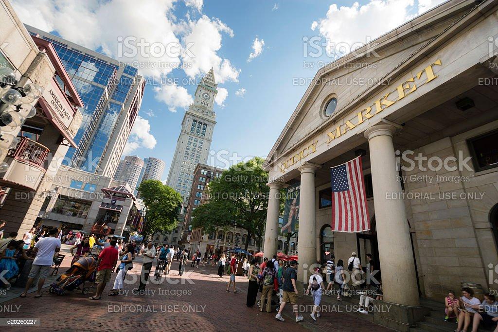 Foto De Quincy Market Com Custom House Tower Em Boston Ma E Mais Fotos De Stock De Arranha Ceu Istock