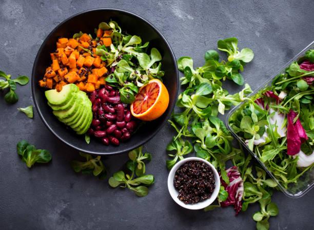 quinoa-salat  - quinoa superfood stock-fotos und bilder
