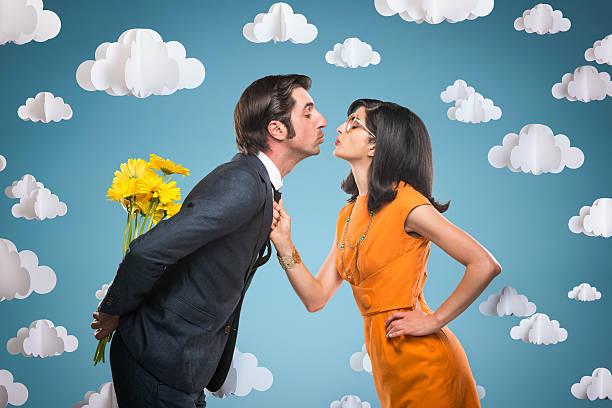 quirky stylish couple kissing - 諷刺畫 個照片及圖片檔