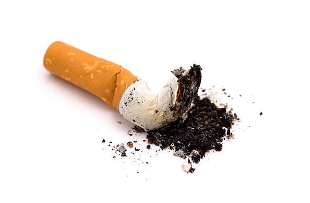 smettere di fumare - cicca sigaretta foto e immagini stock