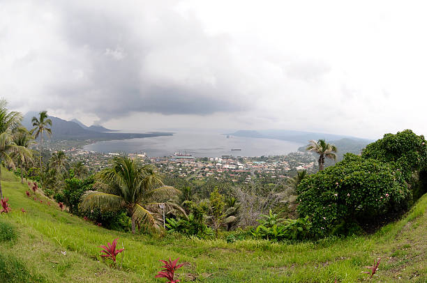 Rabaul Caldere und Vulkan Tavurur – Foto