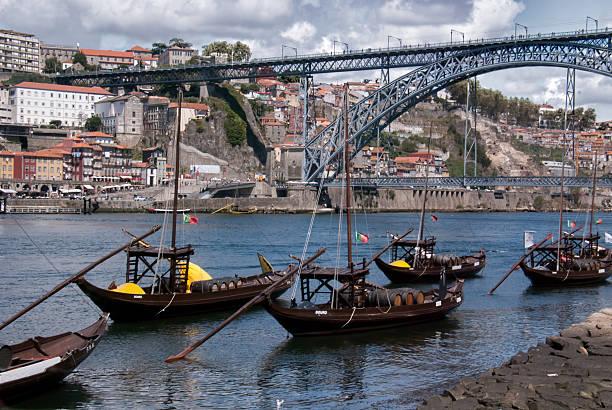 Rabelo-Boote auf dem Fluss Douro in Porto, Portugal – Foto