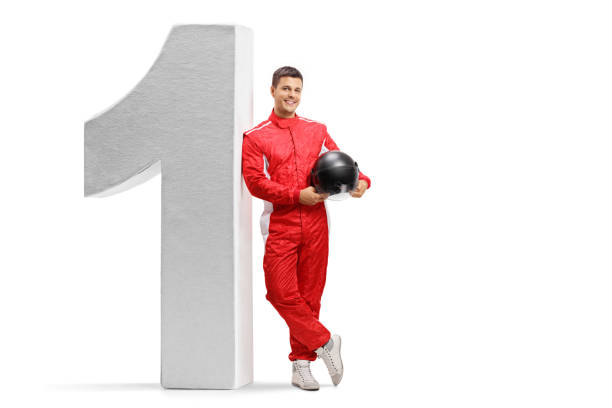 큰 크기의 번호 하나에 기대어 고 헬멧을 들고 경주 - formula 1 뉴스 사진 이미지