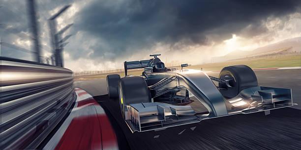 rennen auto rennen auf der rennstrecke während dem sonnenuntergang - autosport stock-fotos und bilder