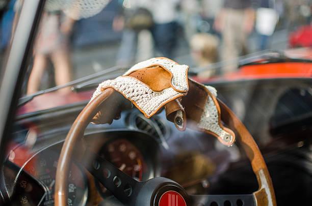 racing-handschuhe - oldtimer veranstaltungen stock-fotos und bilder