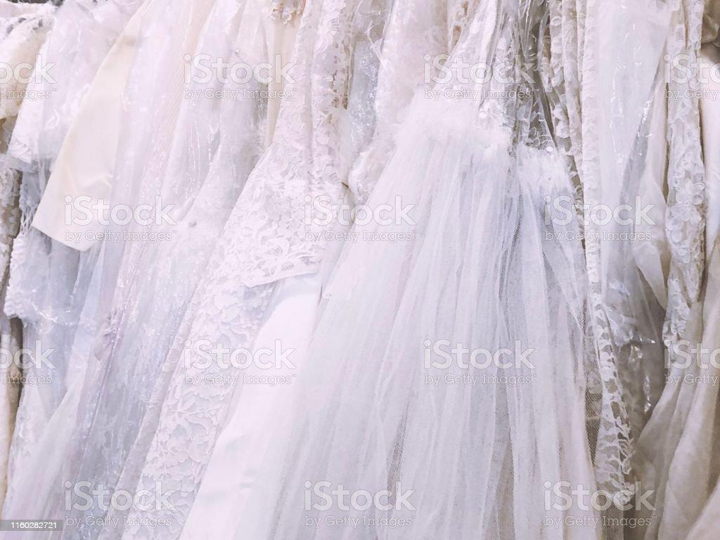 アンティークヴィンテージブライダルウェディングドレスのラック