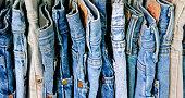 2 番目の手のジーンズのラック