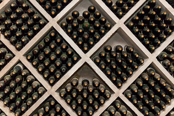 Racks of wine bottles - foto de stock