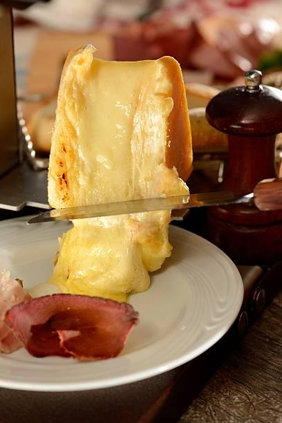 raclete - raclette photos et images de collection