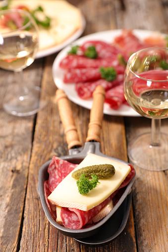 Photo libre de droit de Raclette De Fromage banque d'images et plus d'images libres de droit de Aliment