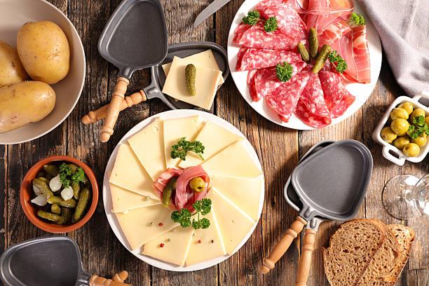 raclette - raclette photos et images de collection