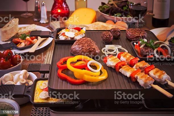 Raclette Tisch Grill Oder Für Die Holländische Variantegourmetten Stockfoto und mehr Bilder von Bildkomposition und Technik