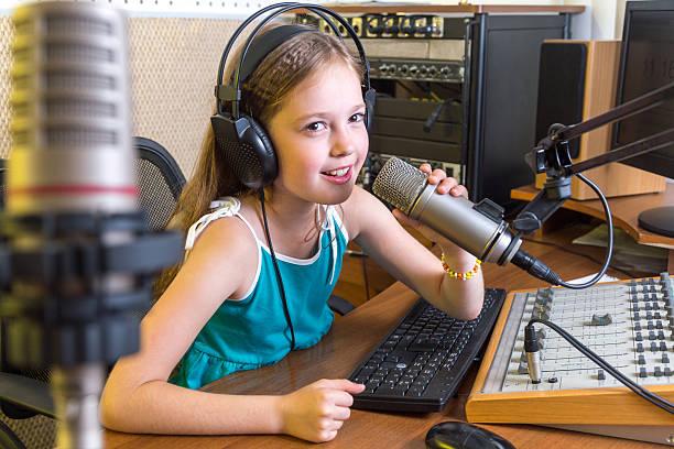 radio dj auf air - radio kultur stock-fotos und bilder