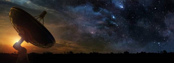 夜明けの電波望遠鏡 - 観測所 ストックフォトと画像