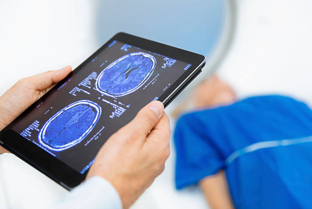 Radiologic technician and Patient being scanned and diagnosed on CT – Foto