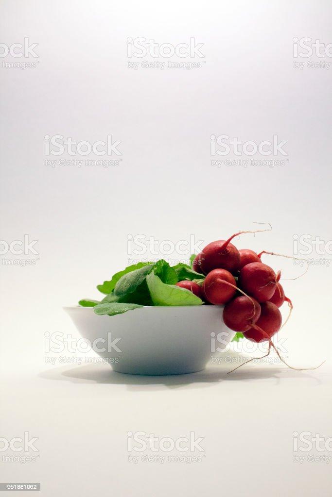 radish_in_bowl_upright – Foto