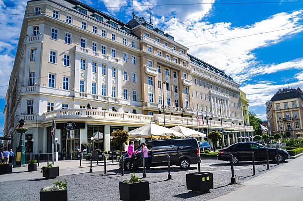 radisson blu hotel carlton - bratislava hotel stock-fotos und bilder