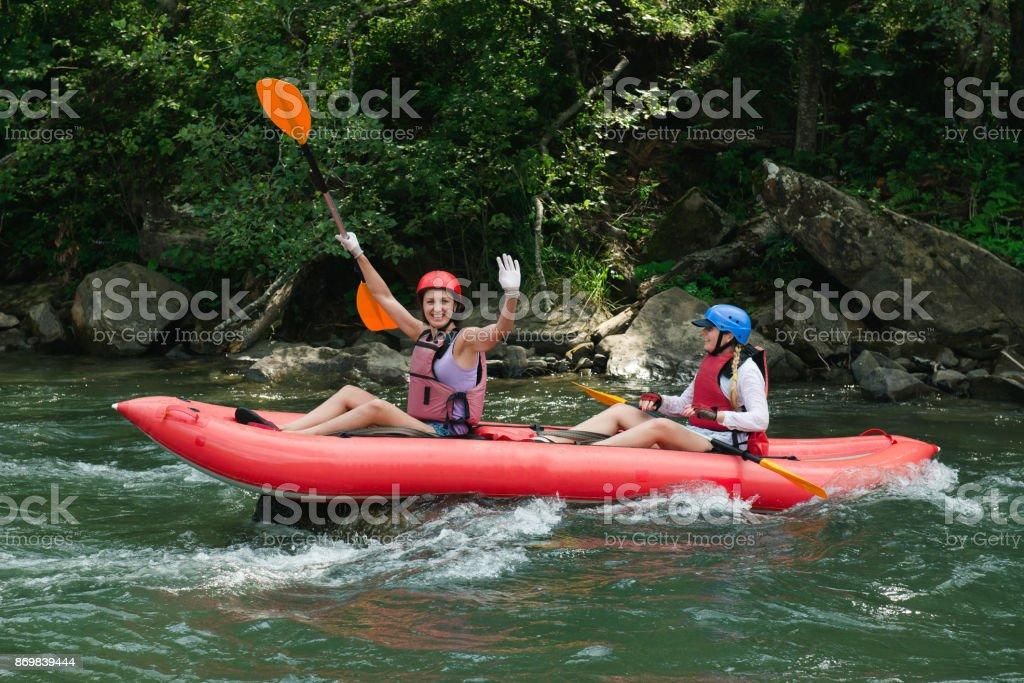 Rafting en petits bateaux sur la rivière - Photo