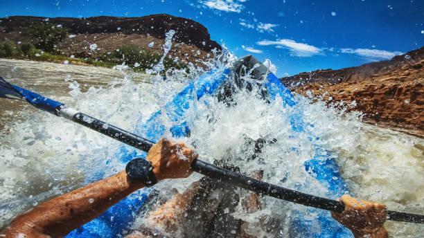 pov  rafting with kayak in colorado river, moab - ponto de vista de filmagem imagens e fotografias de stock