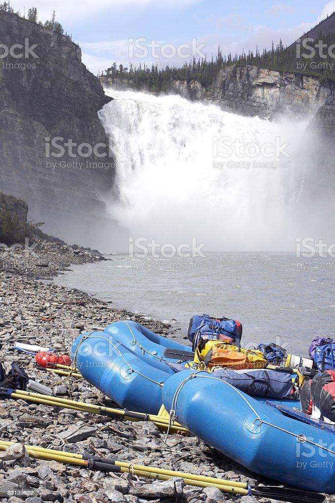 rafts ashore near waterfall foto stock royalty-free