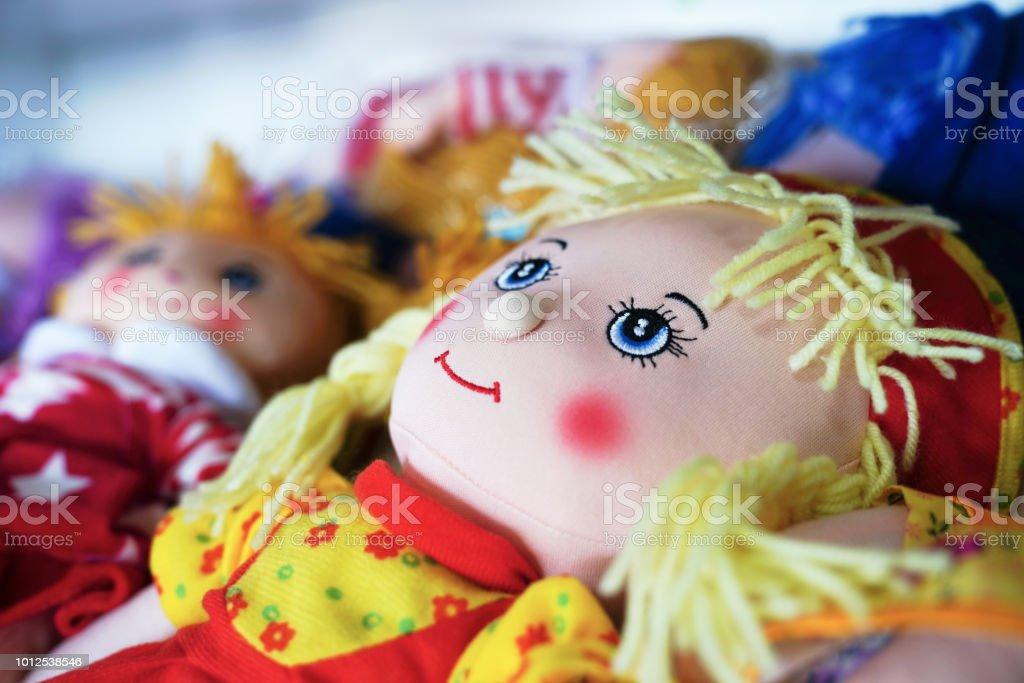 Pano boneca brinquedo artesanais lembranças na venda - foto de acervo