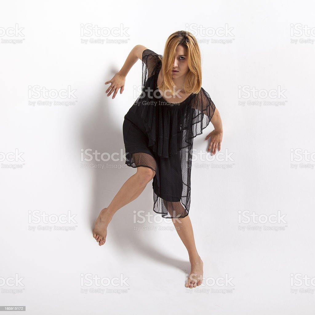 ragazza in abito nero royalty-free stock photo