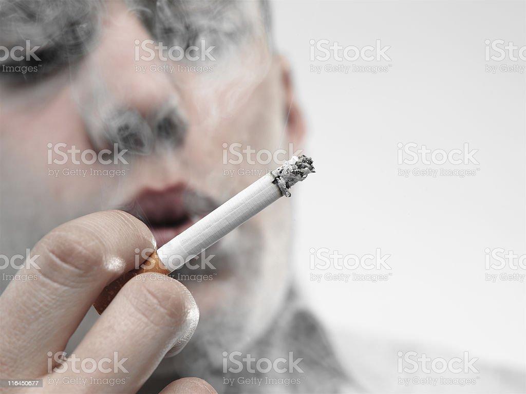 Ragazzo fuma una sigaretta - Foto de stock de Adicción libre de derechos