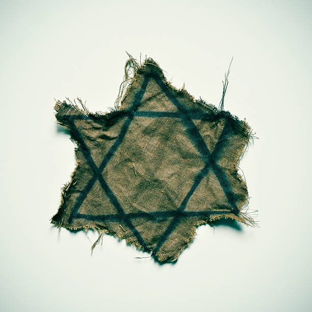 ragged jewish badge - shoah photos et images de collection