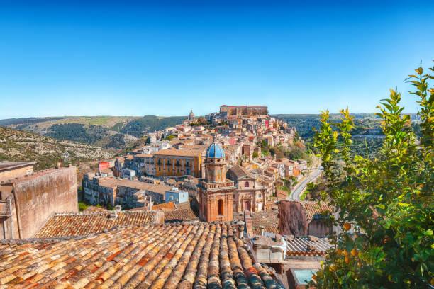 ragusa ibla in sicilië - noto sicilië stockfoto's en -beelden