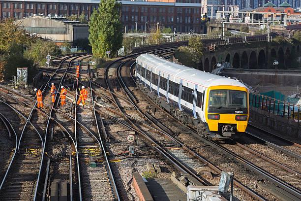 rail de entretien - transport ferroviaire photos et images de collection