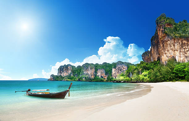praia de railay em krabi, tailândia - beach in thailand - fotografias e filmes do acervo
