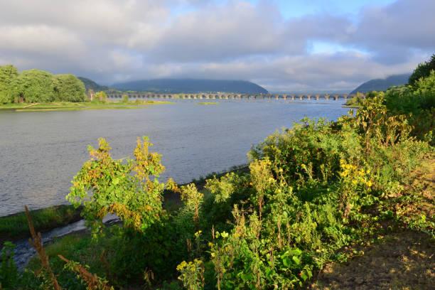 Eisenbahnbrücke über den Susquehanna River in Harrisburg, Pennsylvania. – Foto