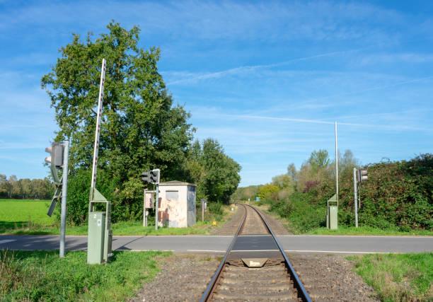 Bahnübergang im ländlichen Raum – Foto