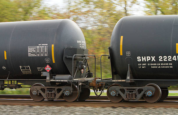 railroad dot111s oil tank cars with safety end shields - derail bildbanksfoton och bilder
