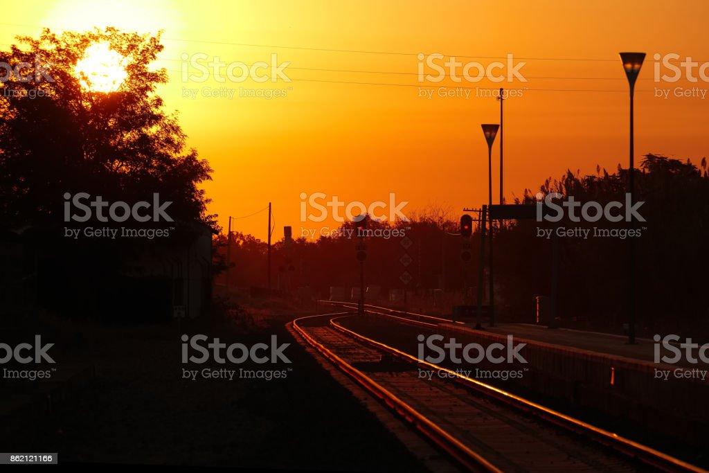 Amanecer del ferrocarril - foto de stock