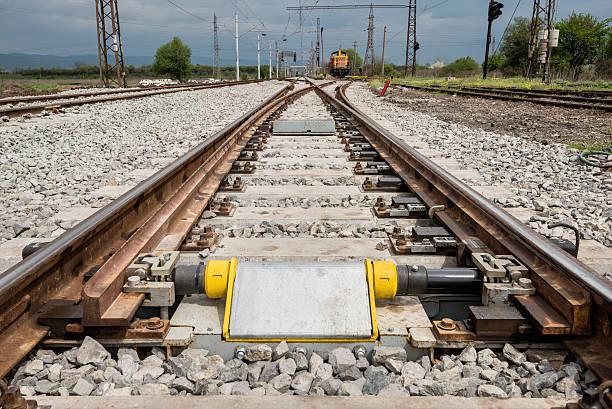 railroad tracks closeup with derailing block in foreground - derail bildbanksfoton och bilder