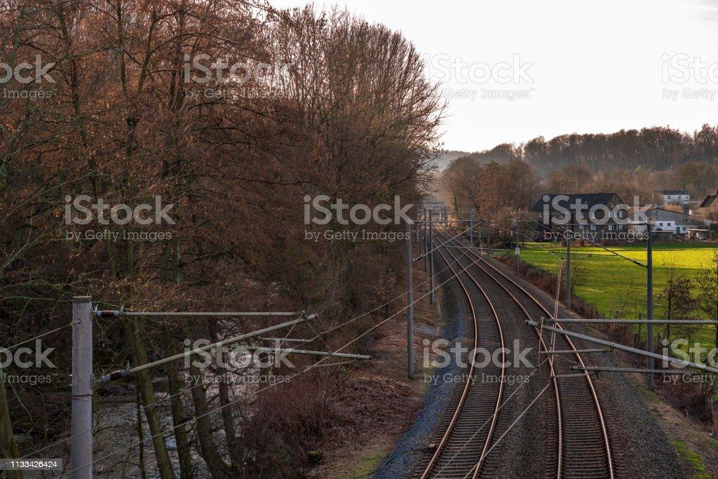 Bahngleise durch das Deilbachtal entlang – Foto