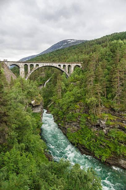 Bahnhof arch bridge Kylling Fluss überquert Rauma – Foto