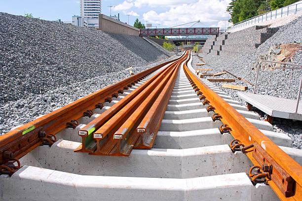 site de construction - transport ferroviaire photos et images de collection