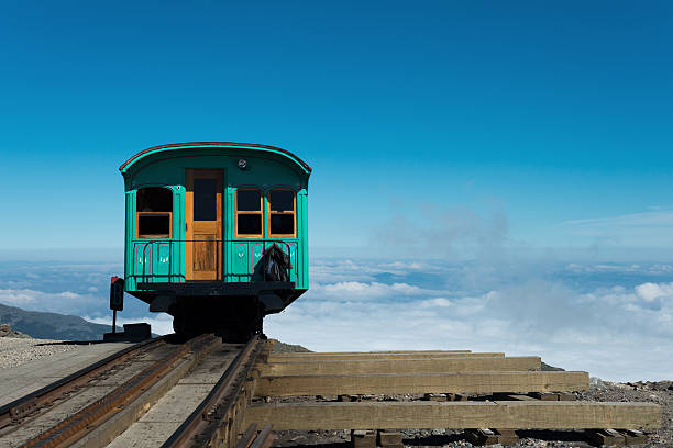 Railway to heaven COG-railway arriving on the summit of Mount Washington, USA mount washington new hampshire stock pictures, royalty-free photos & images
