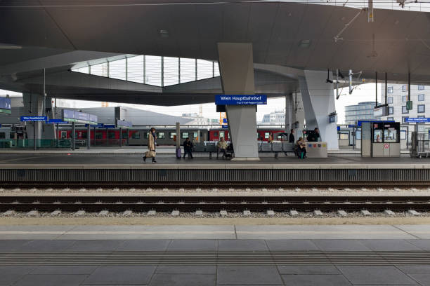 railway tracks at vienna's central station - wien foto e immagini stock