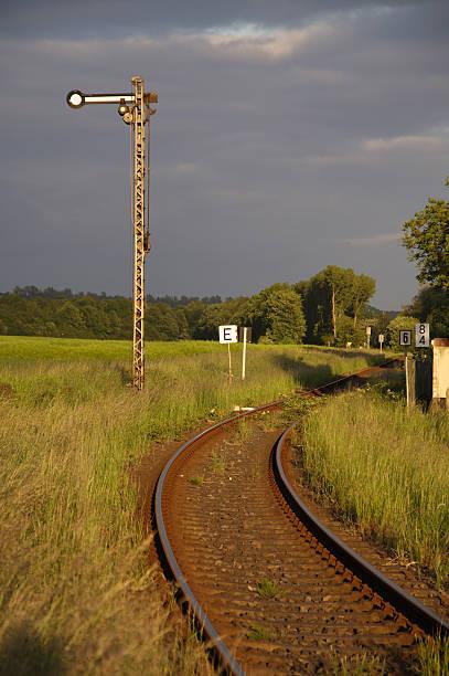 Bahnhof mit signal – Foto