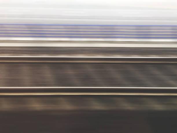 Chemins de fer vus partir d'un train en cours d'exécution - Photo